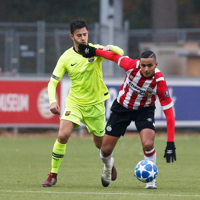 Mohammed Ihattaren in actie tegen Barcelona in de Youth League.