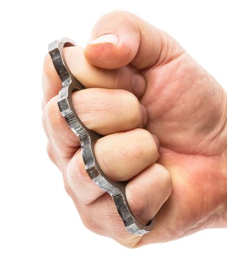 Man slaat tanden uit mond met boksbeugel na ruzie in Goes