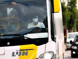 Minister Peeters fluit De Lijn terug over megaorder e-bussen