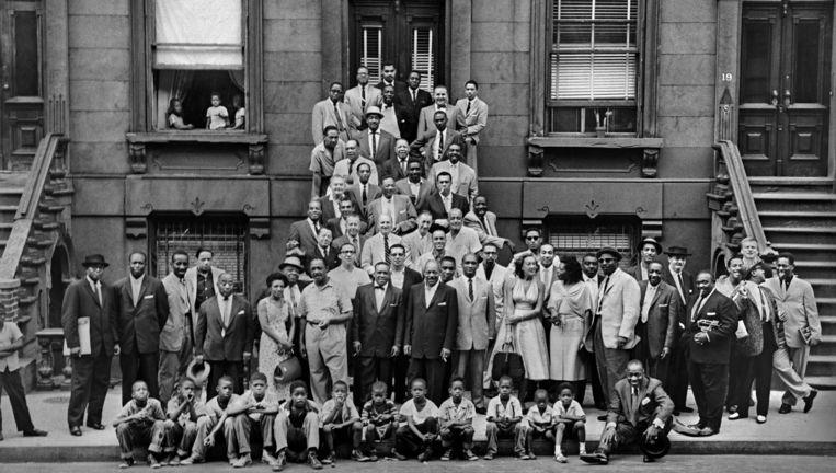 De legendarische foto van A Great Day in Harlem van Art Kane uit 1958. Nog nooit waren er zo veel jazzmuzikanten samengekomen. Beeld Art Kane Archive