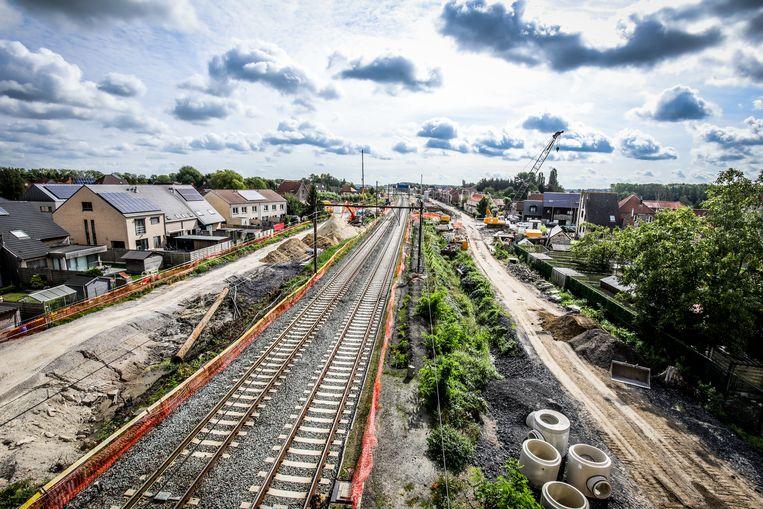 In Oostkamp worden een derde en vierde spoor aangelegd.