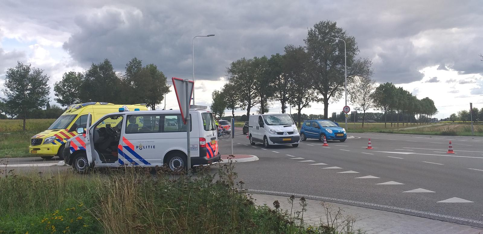 Op de N317 in Ulft is een auto in botsing gekomen met een fietser.
