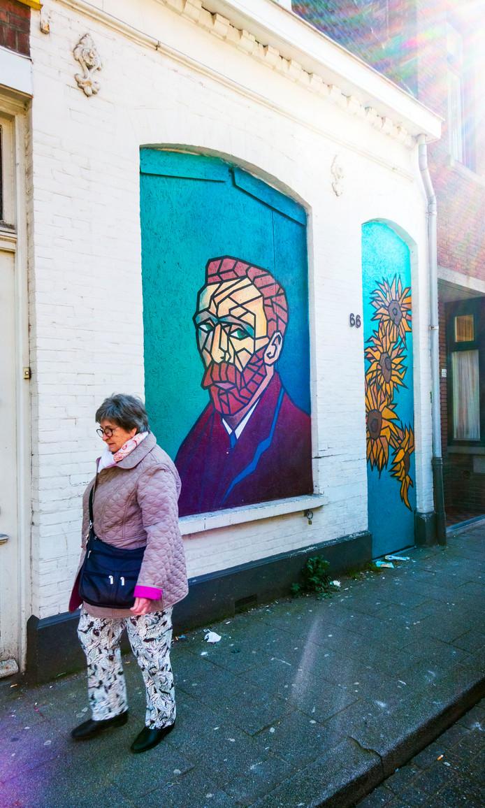 De schildering van Van Gogh op de woning aan de Korvelseweg.