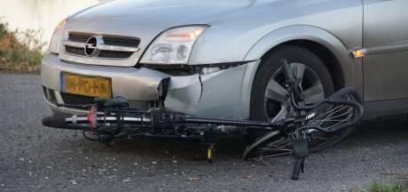 Fietser komt onder auto in Nieuwleusen