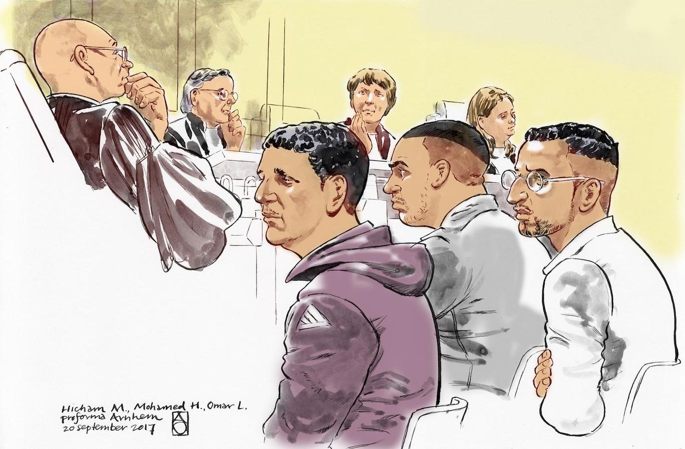 Rechtbanktekening van Omar L. (rechts), samen met medeverdachten Hicham M. (links) en Mohammed H. (midden) in de zaak rond de liquidatie van Chahid Yakhlaf in het Gelderse Kerkdriel.