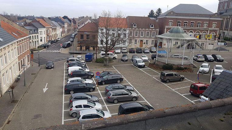 Het Gemeenteplein is momenteel één grote parking.
