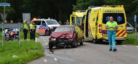 Twee auto's botsen op kruispunt in Rucphen