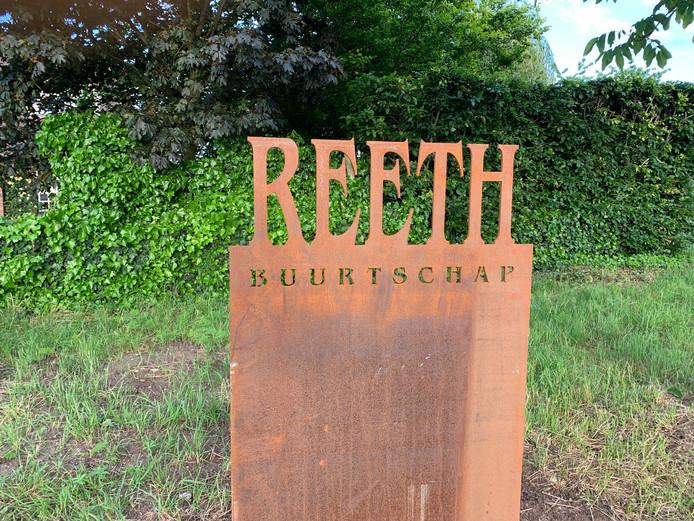 Het eerste van drie nieuwe buurtschapsnaamborden Reeth