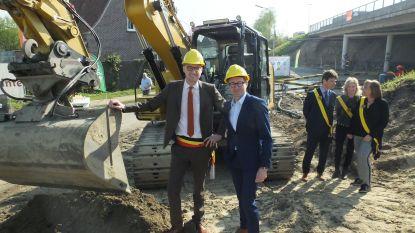 Geluidsschermen langs E17 bijna een feit: werken gestart in aanwezigheid van minister Ben Weyts