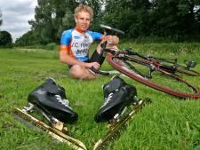 Robert van Dalen keert in het marathonschaatspeloton