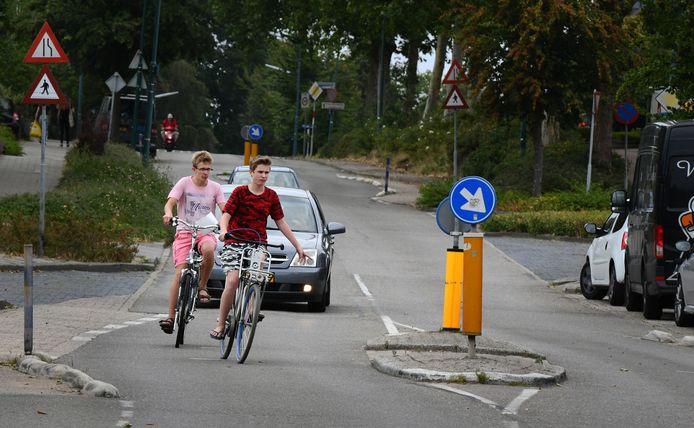 De steile Nieuwe Veenendaalseweg wordt door veel inwoners van Rhenen als onveilig beschouwd.