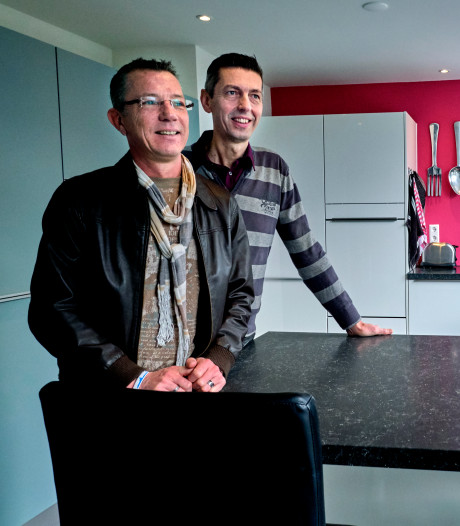 Martijn en John lieten hun huis moderniseren en zijn nu een voorbeeld voor de hele buurt