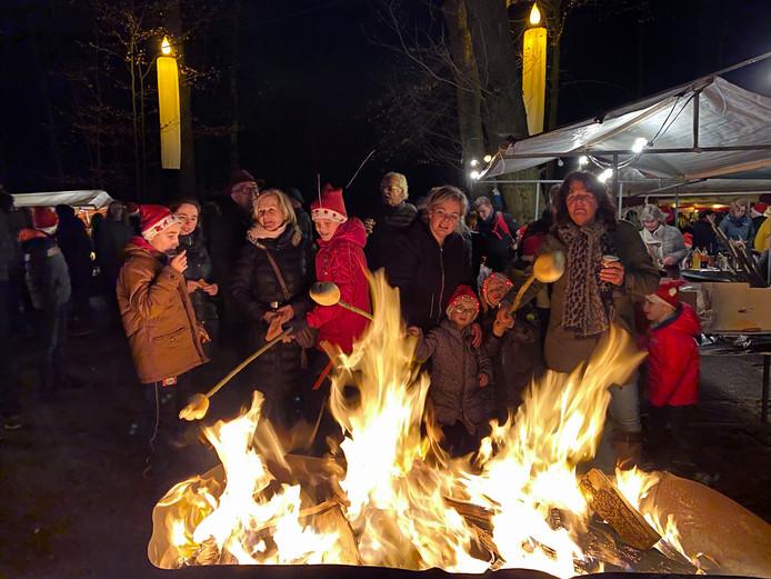 Laven aan een vuurtje bij Mystieke Kers in het Kuinderbos bij Bant.
