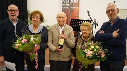 Davidsfonds zet 90-jarigen in de bloemetjes