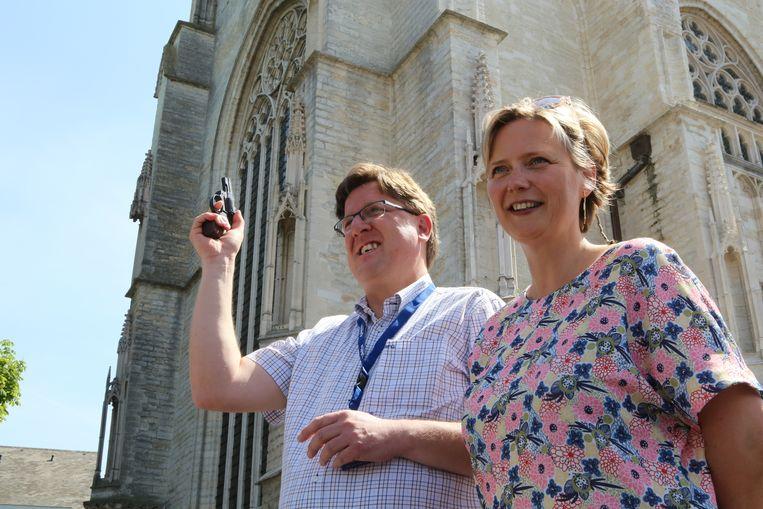 Schepen Bergé en burgemeester Partyka geven mee het startschot voor de Voorleesweek.
