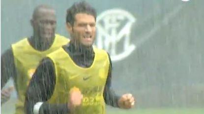 Geen medelijden: Lukaku & co krijgen pittige training voorgeschoteld in gietende regen