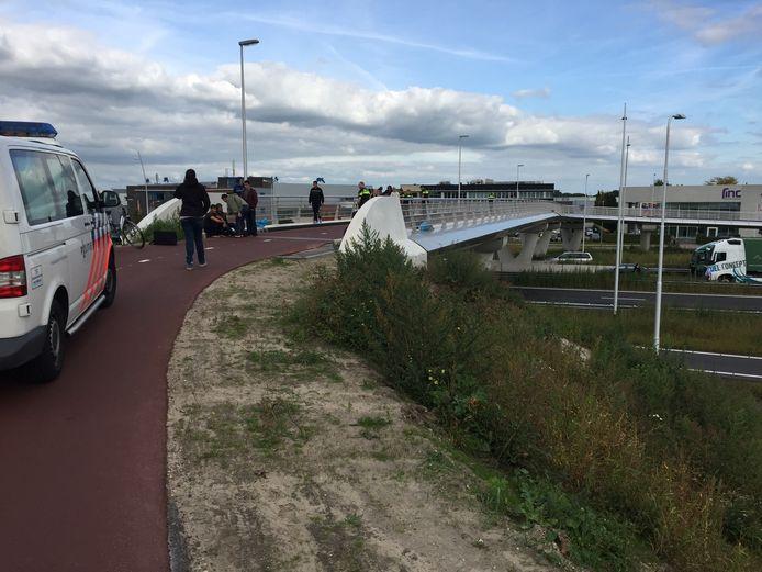 Consternatie in Waalwijk nadat vluchtelingen mogelijk dreigden van een brug te springen.