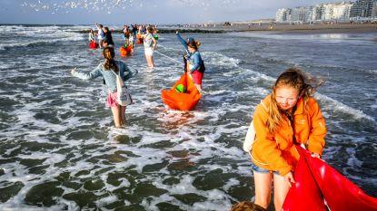 6.000 vrijwilligers laten bootjes te zee voor WOI-herdenking Waterfront