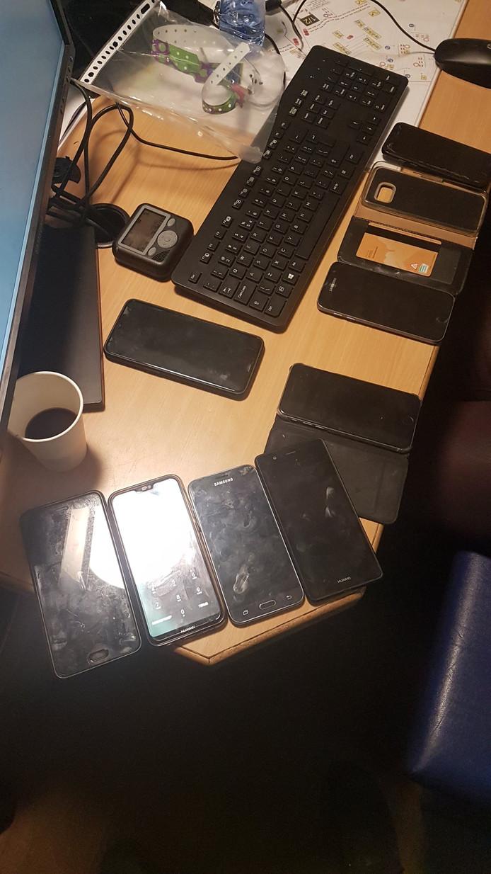 De aangetroffen telefoons op Paaspop.