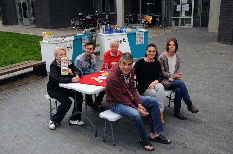 Archieffoto: Buurtwerk 't Lampeke vzw in het kader van de dag van de vrijwilliger.