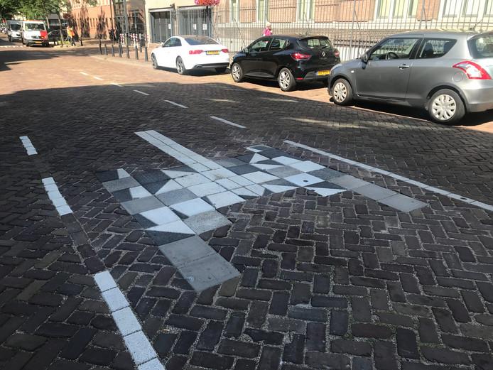 De tijdelijke tegels op de Nicolaas Beetsstraat