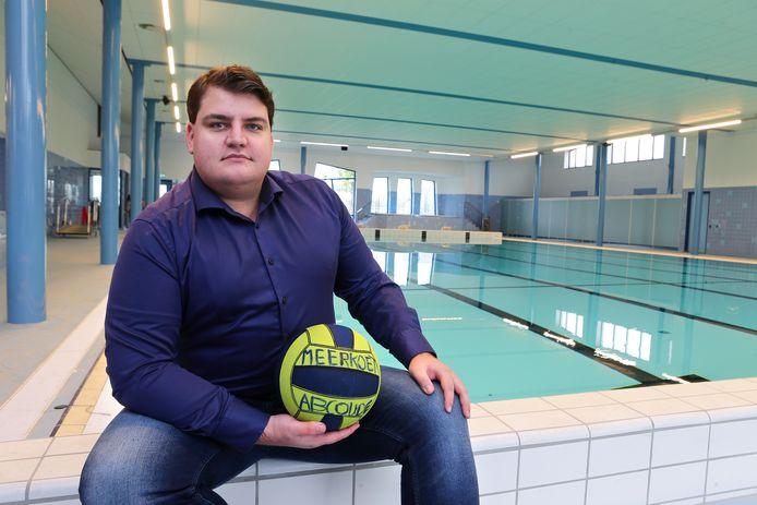 Dylan Rijlaarsdam van de waterpolovereniging De Meerkoeten kan binnenkort weer aan de bak in het nieuwe zwembad in Abcoude.