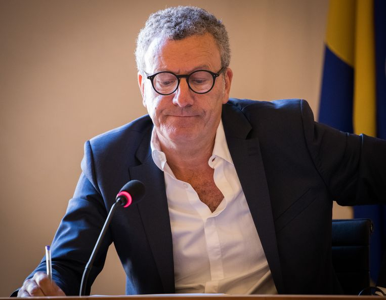 Ook Yvan Mayeur kwam in opspraak in de Samusocial-affaire en nam uiteindelijk ontslag als burgemeester van Brussel. Wat later stapte hij ook uit de PS.