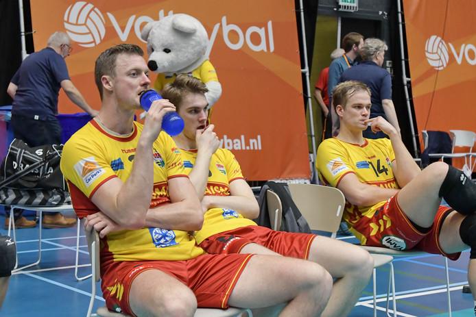 Jeroen Rauwerdink, Sjors Tijhuis en Wessel Blom verbijten de pijn na de verloren bekerfinale tegen Lycurgus.