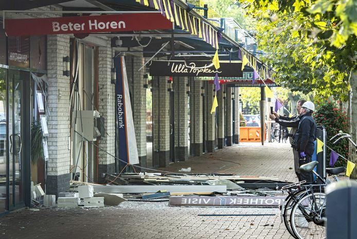 Grote schade na de plofkraak van een geldautomaat van de Rabobank aan de Seinedreef in winkelcentrum Overvecht.