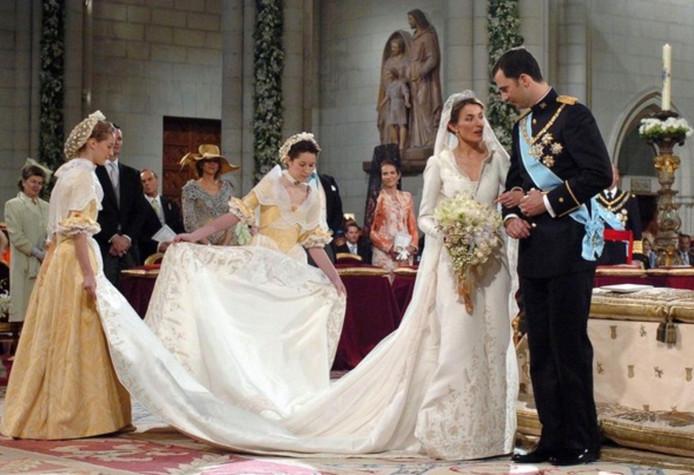 Felipe en Letizia op hun trouwdag. De jurk van de voormalige journaliste kostte 8 miljoen dollar.