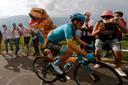 Miguel Ángel López op weg naar zijn ritwinst vandaag op de Col de la Loze.