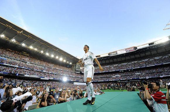 Ronaldo wordt voorgesteld voor een zo goed als vol Bernabéu.