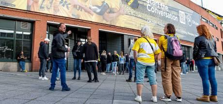 NAC-supporters halen verhaal bij het stadion: 'Het zal wel niks uithalen'