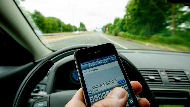 De stijging komt waarschijnlijk door het gebruik van de smartphone achter het stuur.' Beeld anp