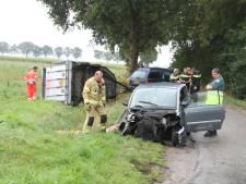 Ernstig ongeval in Lengel: twee zwaargewonden door botsing tussen auto en veetrailer