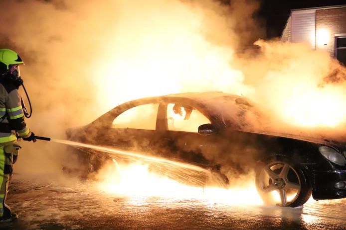 Felle brand in een auto in Altforst.