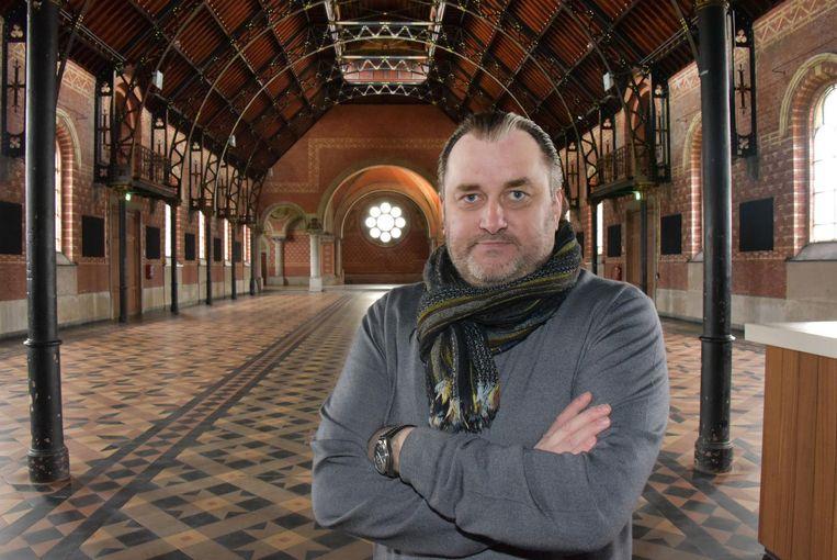 Organisator Gert Snoeys in de kapel van Merksplas Kolonie.