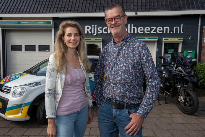 Jan Heezen met zijn beoogd opvolger Karin Hermans.