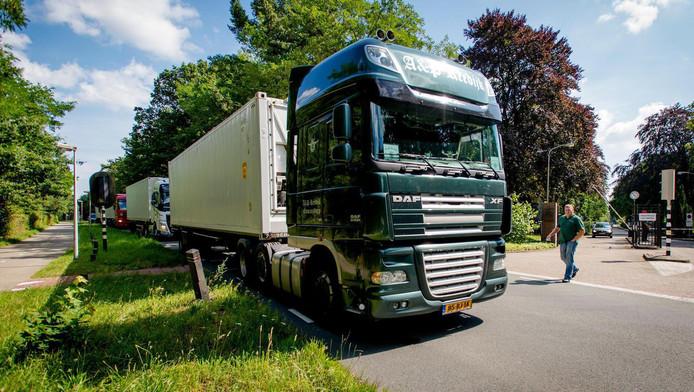 De steden stellen dat vrachtwagens met een hoge cabine gevaarlijker zijn dan wagens met een lage cabine