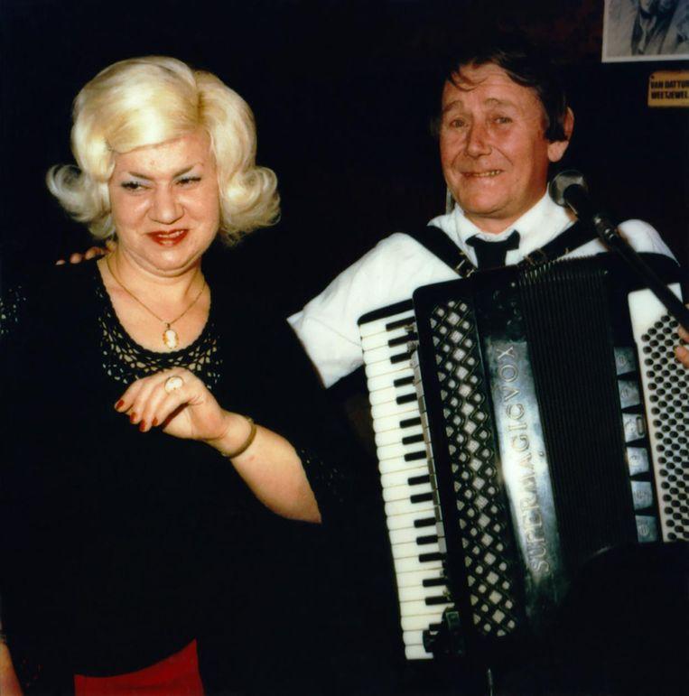 'Tante Tina en Klaas in Cafe Populair' Beeld Bettie Ringma/Marc H. Mille