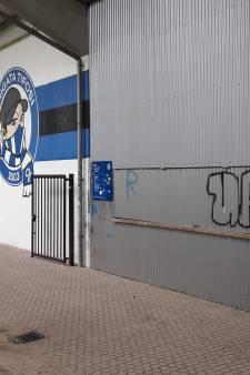 Bekladden Vijverberg is wraakactie voor wegjagen Ajax-hooligan met spuitbussen en stickers