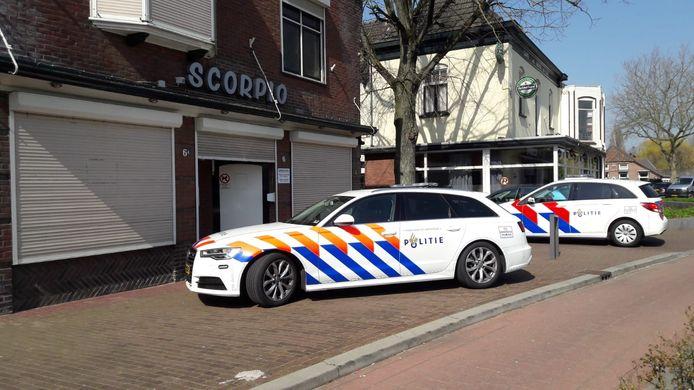 Politie bij coffeeshop Scorpio.