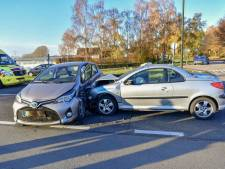 Vrouw gewond bij botsing in Asten, moet naar het ziekenhuis