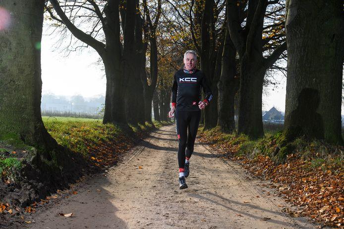 Oud-wielrenner en ex-Rabobank ploegmanager Theo de Rooij heeft een boek geschreven: Theologiek II. De lessen: geniet van het leven, want we hebben het nog niet zo slecht in Nederland. En blijf vooral werken aan je eigen gezondheid, voeding en beweging.