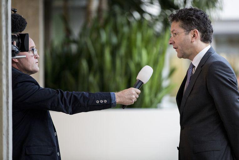 Minister van Financiën Jeroen Dijsselbloem (PvdA) stond vanochtend de pers te woord over de verkoop van Vivat, voormalig SNS Reaal, aan Chinese branchegenoot Anbang. Beeld ANP / Valerie Kuypers