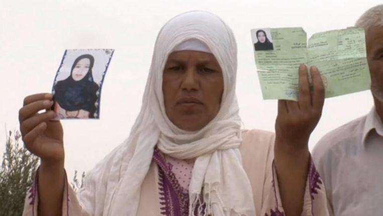 De moeder van Khadija Souidi bleef steeds aandacht vragen voor haar zaak. Beeld Youtube