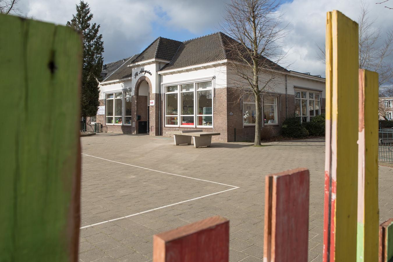 De St. Aloyssiusschool op de Boskamp.