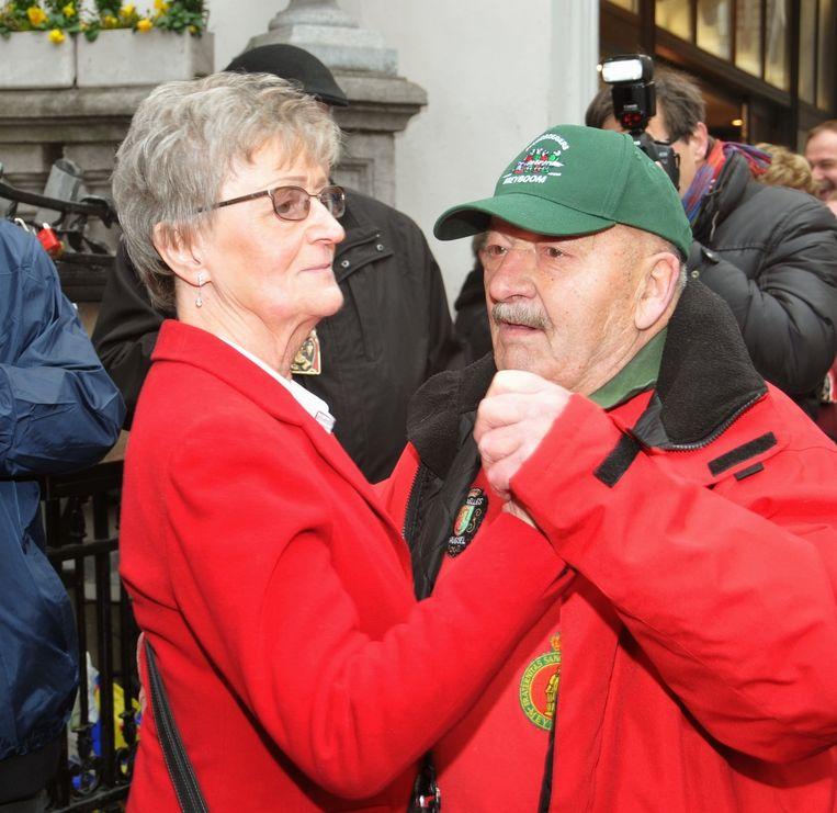 Marthe en Toine dansen bij Manneken-Pis.