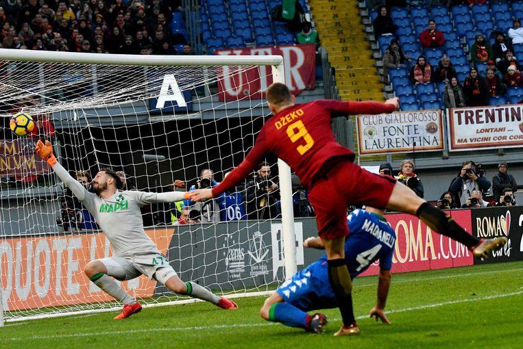 Dzeko trapt raak, maar geen 2-0. De Bosniër stond buitenspel.