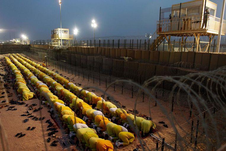 Atar had er een rijkelijk gevangenispalmares opzitten, met onder meer verblijven in Abu Ghraib, Camp Cropper en Camp Bucca, niet toevallig gevangenissen die bekend staan als kweekgronden voor jihadisten.